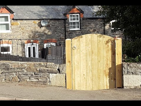 Make a Wood Garden Gate & Replacing Posts – DIY Woodworking Projects –