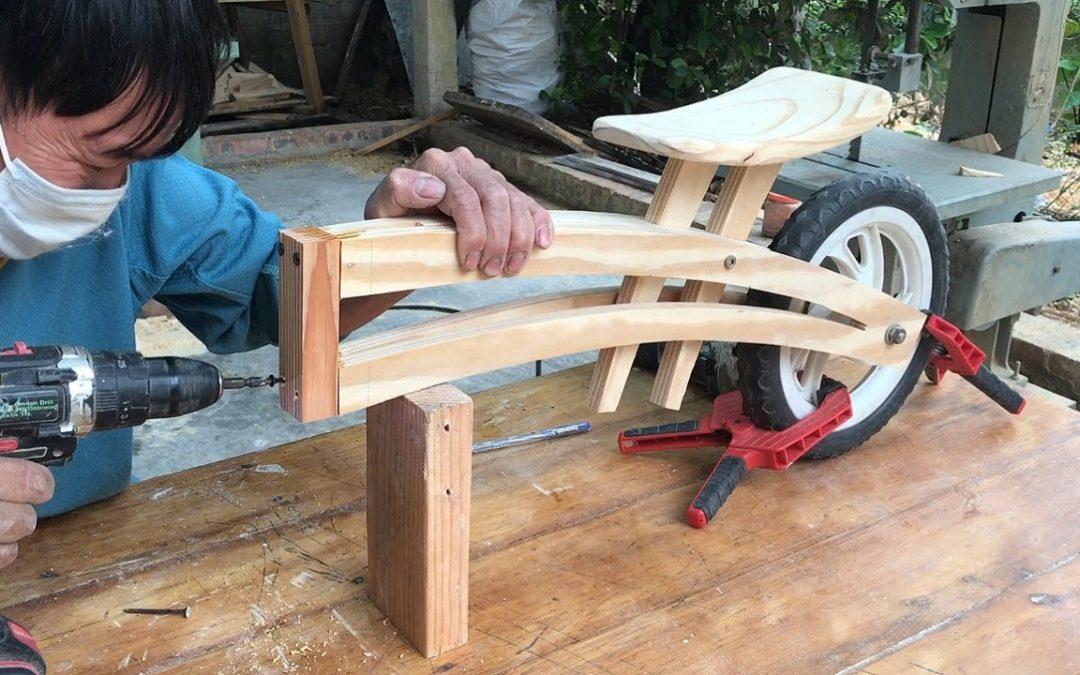 Easy To DIY Balancing Bike With Basic Tools And Wooden Pallets // How To –  DIY!